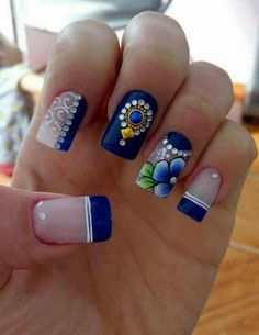 Looking for easy nail art ideas for short nails? Look no further here are are quick and easy nail art ideas for short nails. Blue Nail Designs, Cool Nail Designs, Spring Nail Art, Spring Nails, Hair And Nails, My Nails, Glitter Make Up, Flower Nails, Blue Nails