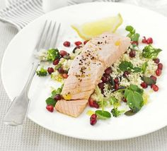 Superhealthy by name, superhealthy by nature: this salmon superfood salad is high in iron and calcium and counts as 2 of your Bbc Good Food Recipes, New Recipes, Cooking Recipes, Healthy Recipes, Seafood Recipes, Fish Recipes, Favorite Recipes, Ricotta Stuffed Chicken, Salmon Salad Recipes