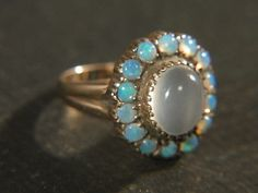(Moonstone/ Opals ring)  Vintage 14K yellow Gold Large Cabachon Moonstone RING Surrounded by Opals