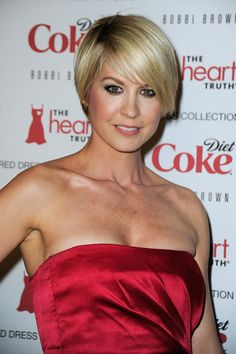 More Angles of Jenna Elfman Layered Razor Cut - StyleBistro Short Hair Styles For Round Faces, Cute Hairstyles For Short Hair, Hairstyles For Round Faces, Pixie Hairstyles, Short Hair Cuts, Cut My Hair, Her Hair, Jenna Elfman Hair, Bob Hair Color