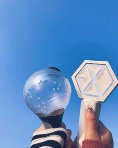BTS and Exo light stick Lightstick Exo, Kpop Exo, Chanyeol, K Pop, Bts Army Bomb, Ulzzang, Fandom Kpop, Army Wallpaper, Blackpink And Bts