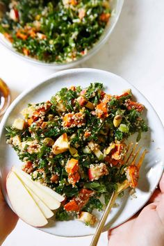This Kale Quinoa Salad is the ultimate Fall salad! Packed with massaged kale, cooked quinoa, diced apples, roasted sweet potatoes, pistachios, and the perfect maple balsamic dressing. Sweet Potato Kale, Roasted Sweet Potatoes, Making Quinoa, How To Cook Quinoa, Kale Quinoa Salad, Cooked Quinoa, Maple Balsamic Dressing, Lexi's Clean Kitchen, Massaged Kale