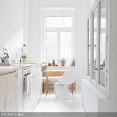 Kleine Küchen sind ein Problem, das vor allem in Großstädten gang und gäbe ist – besonders Bewohner von Altbauwohnungen kennen das. Da können die Decken  …