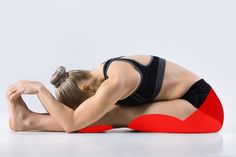 15 Yoga Poses That Can Change Your Body – Green Challenge Yoga 1, Muscular Strength, Plank Workout, Improve Posture, Types Of Yoga, Morning Yoga, Yoga For Weight Loss, Yoga Routine, Yoga Sequences