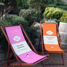Penguin Books Deck Chairs what a 'novel' idea! Penguin Book Cover deck chairs for the bibliophile Dh Lawrence, Penguin Party, Penguin Classics, Thing 1, Penguin Books, Book Nooks, Beach Chairs, I Love Books, Inspired Homes