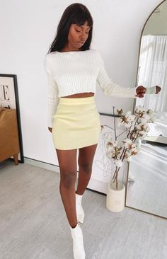 Tight Skirt Outfit, Yellow Skirt Outfits, Yellow Mini Skirt, Jean Skirt Outfits, Boujee Outfits, Basic Outfits, Classy Outfits, Stylish Outfits, Fashion Outfits