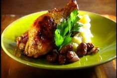 """Oven-Roasted Chicken Thighs with Caramelized Red Onions and Red Grapes Mmmmm :) I use """" herbes de Provence"""" with lavender in it! Quebec, Oven Roasted Chicken Thighs, Main Course Dishes, Canadian Food, Gluten Free Recipes, Food Inspiration, Chicken Recipes, Favorite Recipes, Dinner"""