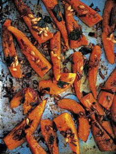 Roasted squash (Zucca al forno) from Jamie Oliver Squash Vegetable, Vegetable Side Dishes, Vegetable Recipes, Veggie Meals, Jamie Oliver, Butternut Squash Chilli, Roasted Butternut Squash, Baked Squash, Acorn Squash