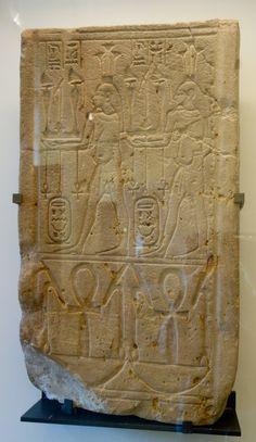 Estela de los genios de la inundación del Nilo. Antiguo Egipto - Período tardío. Dinastía XXV. Arenisca. Louvre.