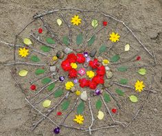Craft a beach mandala - enjoy quiet meditation, crafting, pattern and shape - a great way to enjoy quiet time in nature with your child or preschooler {from @craftingconnect}