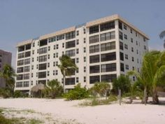 Eden House #205 Apartment Fort Myers Beach (Florida) Eden House #205 Apartment offers accommodation in Fort Myers Beach, 26 km from Fort Myers. This apartment offers an outdoor pool and free WiFi.  There is a seating area and a kitchen as well as a private bathroom.