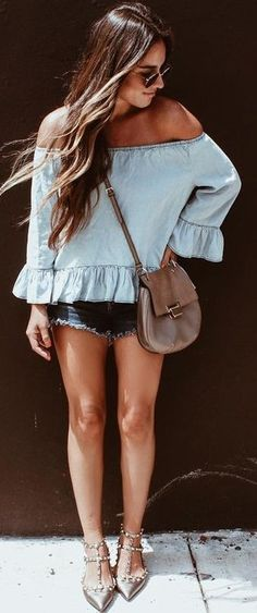 Denim x denim with in our Zoe Cut Off Short in Authentique. Stylish Outfits, Cool Outfits, Summer Outfits, 70s Fashion, Fashion Wear, Street Fashion, What To Wear Today, Dressed To Kill, Boho Chic