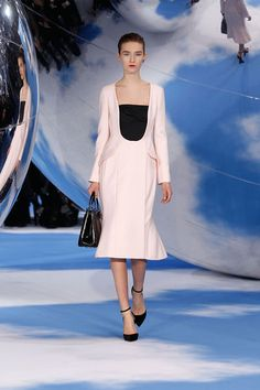 Vogue Fashion, Live Fashion, Runway Fashion, Woman Fashion, Paris Fashion, Christian Dior 2014, Pink Wool Coat, Spring Wear, Fashion Seasons