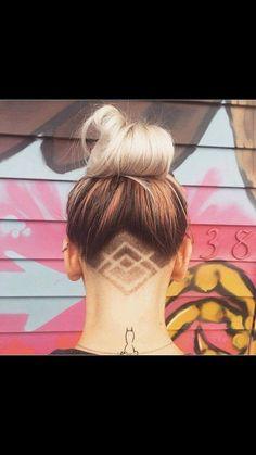 60 Chic e nervoso Design Ideas Undercut Undercut Hairstyles Women, Undercut Long Hair, Long Wavy Hair, Teen Hairstyles, Fringe Hairstyles, Everyday Hairstyles, Shaved Hair Designs, Diy Kleidung, Grunge Hair