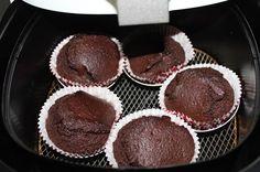 cupcakes na fritadeira sem óleo, cupcakes de chocolate na airfryer, bolo de chocolate na airfryer