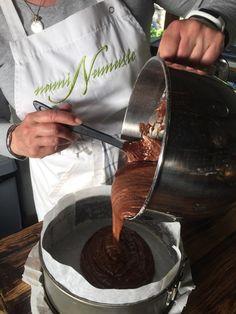 Sannan suloinen suklaa-mascarpone kakku – Sikeltä sinulle Kitchen Appliances, Mascarpone, Diy Kitchen Appliances, Home Appliances, Kitchen Gadgets