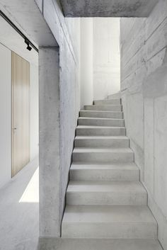DIY Concrete Ideas – Concrete is by far the most pre-owned composed material, from routine construction projects to tiny ornamental products. Our subject for today is Do It Yourself Concrete . Read DIY Concrete Ideas For A Chic Minimal Design Concrete Stairs, Concrete Forms, Concrete Houses, Concrete Projects, Concrete Planters, Diy Concrete, Concrete Floor, Staircase Interior Design, Interior Architecture