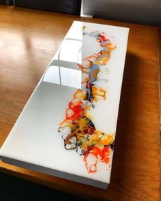 💦All credit goes to the artist 👉 👈 Wood Resin Table, Epoxy Resin Wood, Diy Resin Art, Diy Resin Crafts, Acrylic Pouring Art, Acrylic Art, Resin Countertops, Resin Furniture, Resin Tutorial