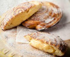Custard baked in buttered bread in mince pie tin Tart Recipes, Sweet Recipes, Baking Recipes, Dessert Recipes, Eggless Recipes, Baking Ideas, Lunch Recipes, Kos, Melktert