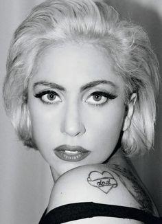 10 Beautifully Normal Photos Of Lady Gaga