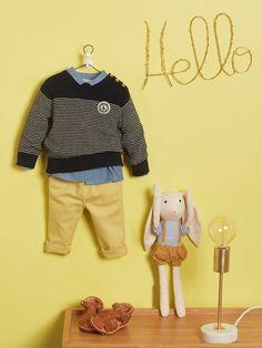 Silhouettes Chemise bébé en denim + Pull marin bébé + Slim bébé denim + Sandalettes bébé multi-bride + Doudou lapin chiffon -