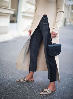 Blogger street style / Fashion Week street style #fashion #womensfashion #streetstyle #ootd #style #minimalfashion / Pinterest: @fromluxewithlove