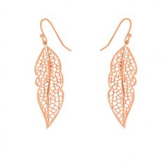 Even on cold dreary days, spring can be just around the corner. How? Well, that's simple. Wear these sunny 'Spring' earrings and you'll instantly light up the room. The incredibly detailed leafs are hand-set with sparkling diamonds on top and will cheer up your outfit in an eye-blink. Time to shine. Available in white, yellow and pink plated gold sterling silver.  We ship worldwide with the best carriers. For all orders, Diamanti Per Tutti takes charge of all customs and duties. All…