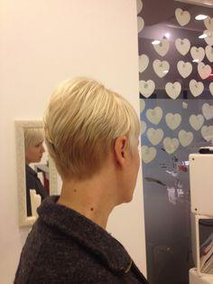 Sarışın kısa saç