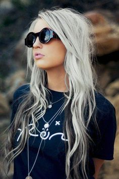 Black Highlights on Silver Hair | 10 Awesome Silver Hair Colors Ideas | Absolutely Gorgeous And Stunning Hair Dye Inspiration by Makeup Tutorials at http://makeuptutorials.com/10-breathtaking-silver-hair-colors-for-stylish-women/