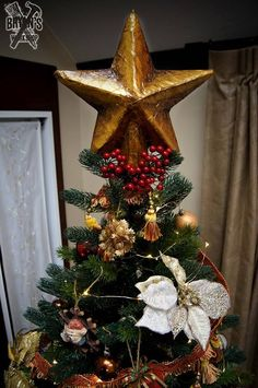 What's that? Can't find the right tree topper? The one you want is too expensive? I hear ya buddy! You better save those boxes, because here's an easy way to ma…
