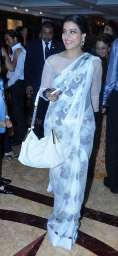 Kajol stole the show in a sari at her sister Tanisha Mukherji's play The Verdict in Mumbai. #Bollywood #Fashion #Style