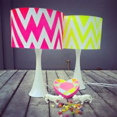 DIY chevron lamp. All you need is a lamp, masking tape, scissors, spray paint, newspaper or similar for over spray. #linear_design #zigzag #fun_projects #indoor #outdoor #decor
