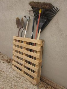 Grab those old pallets lying in your garage, and start upgrading your garden with these easy projects.