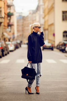 slouchy, oversized clothing + structured bag and pumps! Love the contrast!