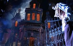 All October Knott's Berry Farm is transformed into Knott's Scary Farm - a theme park full of terrifying mazes, shows, and monsters plus the rides! Halloween Trees, Halloween 2015, Creepy Halloween, Spirit Halloween, Halloween Decorations, Halloween Lighting, Halloween Images, Halloween Halloween, Best Haunted Houses
