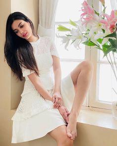 Diana Penty, Daisy Shah, Long Black Hair, Brunette Girl, India Fashion, Classy Women, Latest Pics, Indian Beauty, Bollywood Actress