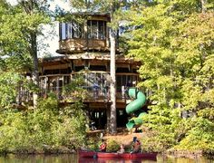 Natural Tree Houses to Live in with Unique House Style and Design : Extraordinary Tree Houses To Live In Wooden Classic Style Beside The Riv...