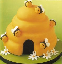 Bumble Bee Fondant Cake I bet this tastes like @$$ but it's too cute!!