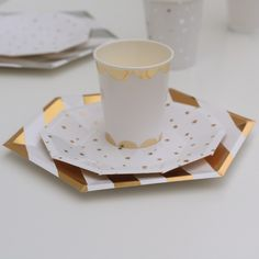 Gold foiled Paper Tableware & 9 Paper Plates That Are So Fancy You Wonu0027t Want to Throw Them Away ...