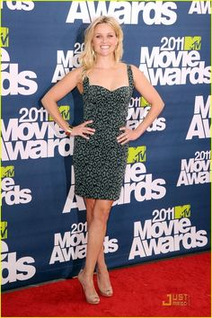 Reese Witherspoon Print Dress - Reese Witherspoon channeled the in a tight cheetah print corset dress for the MTV Movie Awards. She completed her look with nude peep-toe pumps. Reese Witherspoon Movies, Reese Witherspoon Style, Mtv Movie Awards, Zac Posen, Marie, Celebrity Style, Fashion Looks, Bodycon Dress, Actresses