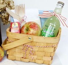 there is something so charming about a chipwood basket Picnic Party Favors, Party Lunch Boxes, Teddy Bear Party, Teddy Bears, Picnic Birthday, Picnic Lunches, Summer Parties, Tea Parties, Backdrop Decorations