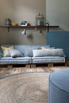 If you are looking for Diy Projects Pallet Sofa Design Ideas, You come to the right place. Here are the Diy Projects Pallet Sofa Design Ideas. Sofa Design, Interior Design, Hall Design, Diy Pallet Sofa, Pallet Furniture, Furniture Projects, Outdoor Pallet, Bar Outdoor, Pallet Headboards