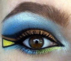 Trucco occhi geometrico e colorato