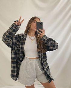 Ideas para subir fotos con su jacket puesta Teen Fashion Outfits, Retro Outfits, Look Fashion, Trendy Outfits, Fall Outfits, Tomboy Outfits, 2000s Fashion, Tomboy Fashion, Fashion Today