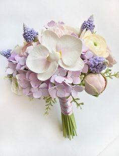 Купить или заказать Букет невесты 'Версаль' с цветами из полимерной глины в интернет-магазине на Ярмарке Мастеров. Свадебный букет ' Версаль' с цветами из полимерной глины. Необыкновенно нежный и изысканный букет невесты в сиренево-лиловых тонах - это идеальный выбор для невест, остановивших свой выбор на платье оттенка айвори . Это современный и модный тренд!!…