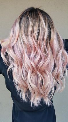 17 Prettiest Pastel Pink Hair Color Ideas Right Now - Style My Hairs Gold Hair Colors, Hair Color Pink, Trendy Hair Colors, Hair Styles 2016, Curly Hair Styles, Cabelo Rose Gold, Blonde With Pink, Rose Gold Hair Blonde, Blonde Hair With Pink Highlights