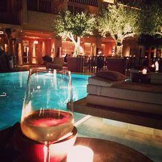 Take a deep breath & just enjoy your life 🍷🎇  #themargihotel #drinks #wine #relaxtime #endingday #friends #fun #fashion #instanight #summernight #summer #instadrink #instastyle #hotel #greece #greecestagram #instalife #instamoment #pool #bloggerlife #fashionblogger #zkstyle