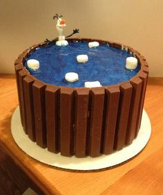 Olaf friend in a KIt Kat Hot Tub CakeElsa protecting Anna