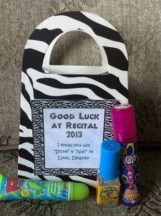 Dance Recital Gift -- love the bag! Dance Comp, Dance Recital, Just Dance, Little Sister Gifts, Big Little Gifts, Dance Moms Costumes, Dance Team Gifts, Dance Crafts, Dance Teacher