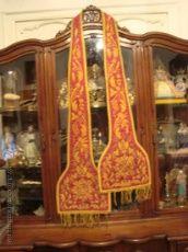 preciosa estola sacerdotal bordada a dos caras en seda, y flecos oro